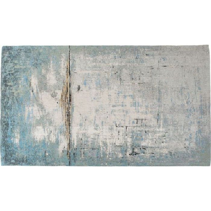 En stor matta med diskret mönster i fina nyanser av grå, blå och beige.