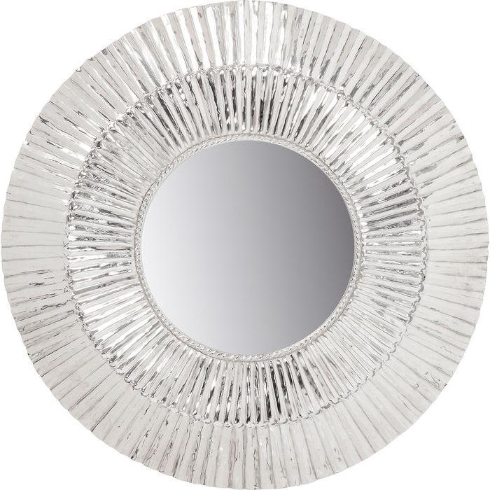 En vacker spegel med bred rund ram i silver - från wohnzimmer.se