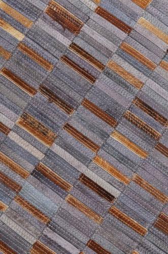 En vacker matta med finstämda färger i grått och brunt läder