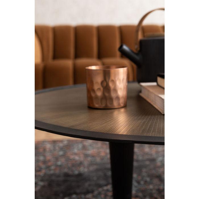 Ett ovanligt fint soffbord med bordsskiva i vackert mönster