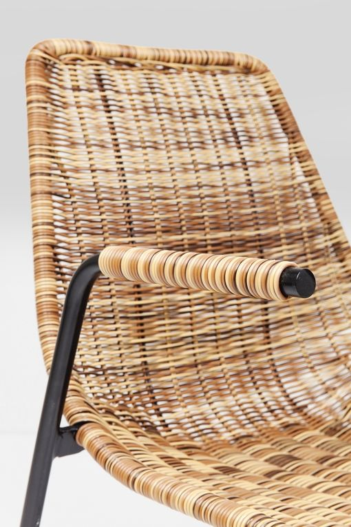 Snygg karmstol i välgjord konstrotting - även för utomhus