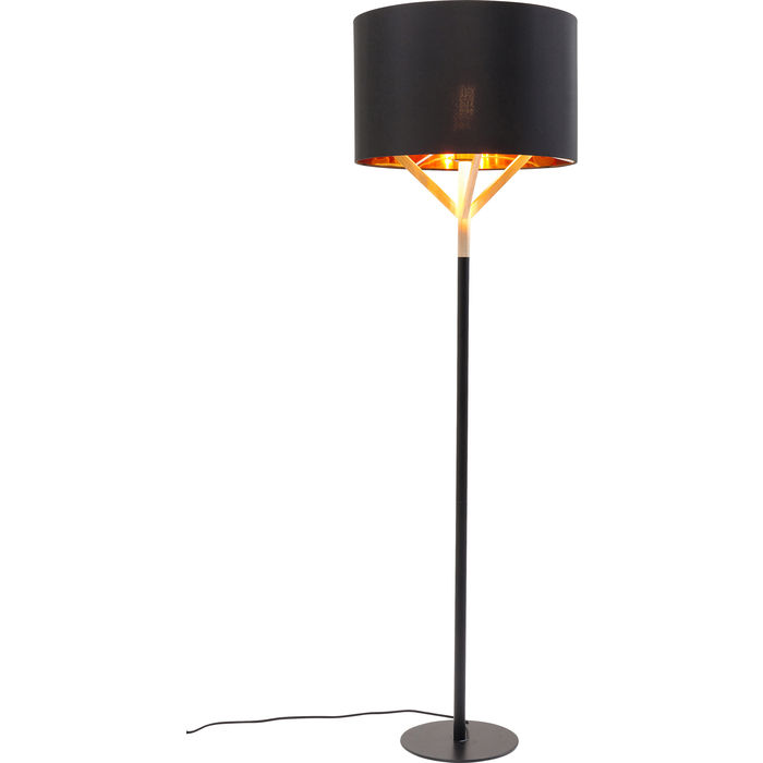 En golvlampa i stram design - av svart lackat stål och trä.