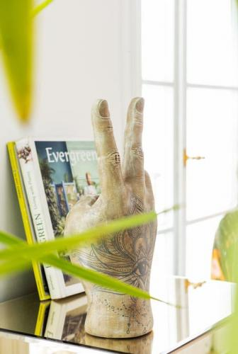 Skulptur Hand Tattoo