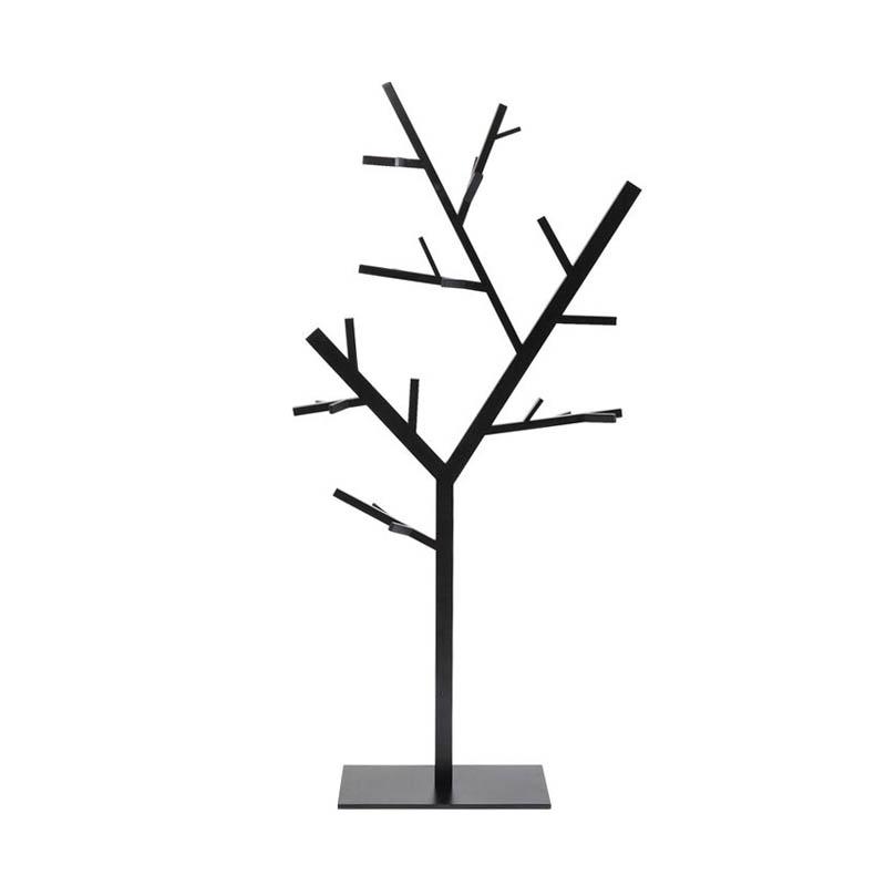 En stilren tamburmajor i grafiskt stilren design, matt svart lack.