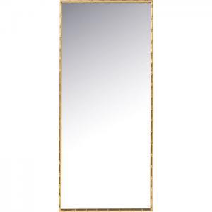Vacker spegel med ram av guldfärgad bamburam.