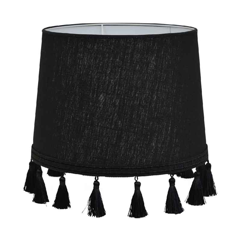 En läcker svart lampskärm med tofsar