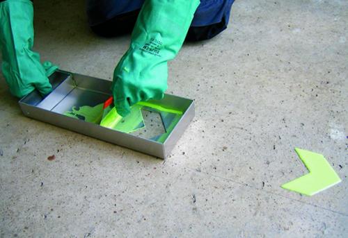 Efterlysande färg målas på golvet | Everglow.se