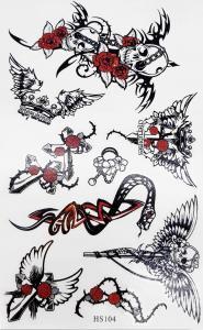 Tatuering döskallar med röd ros