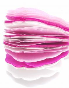 rosa och vit papper girlanger