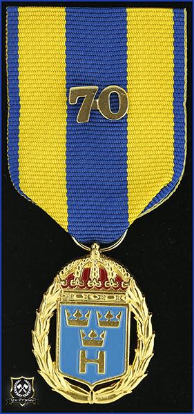 Hemvärnets tjänstgöringsmedalj i guld och emalj med parmonterad siffra för 70 tjänsteår